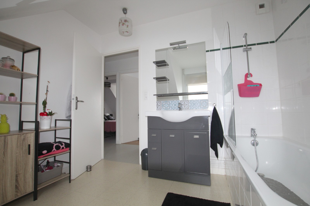 GOUESNACH bourg - Appartement  2 pièce(s) 49.80 m2 9/9